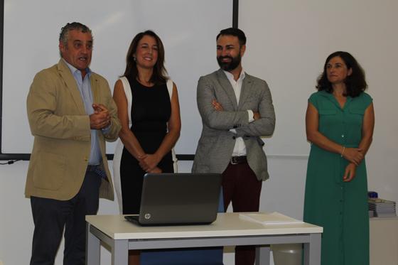 """El Consejero de empleo y la alcaldesa inauguran el Taller de Empleo """"Fahala I"""""""