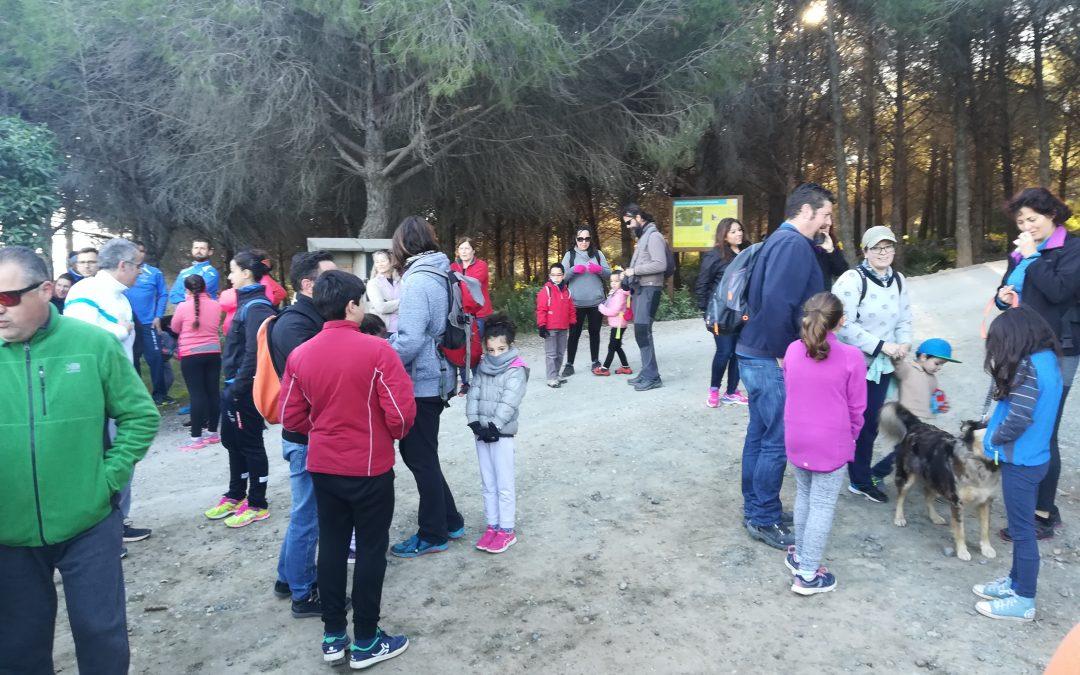"""Un centenar de personas participan en la  jornada medioambiental """"Cuida TU Sierra""""."""