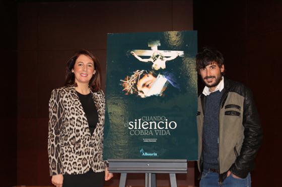 La alcaldesa presenta el corto-documental sobre la Semana Santa alhaurina que se estrenó en FITUR