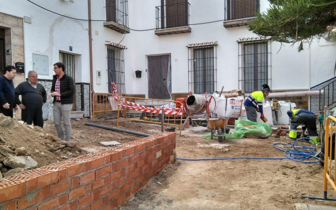 El ayuntamiento emprende la mejora estética de la plaza de Calle Nueva