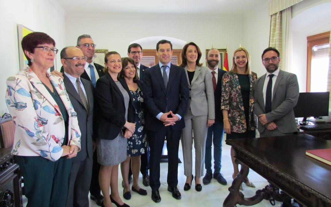 La Alcaldesa Toñi Ledesma recibe en el Ayuntamiento al Presidente de la Junta de Andalucía en visita oficial