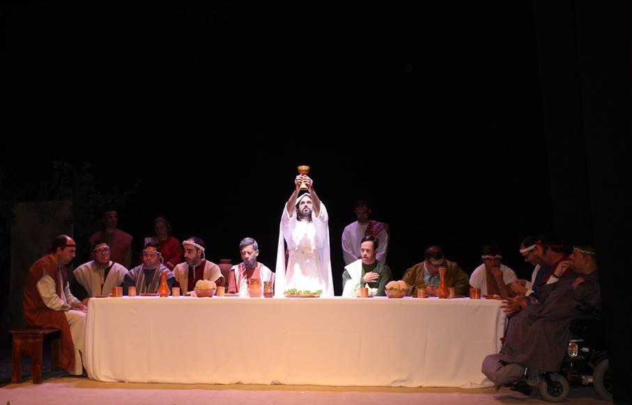 Los usuarios del Centro Ocupacional Fahala ejercen de actores para representar varios pasajes bíblicos