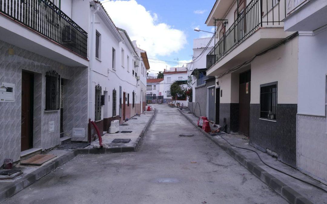 Continúan a buen ritmo las obras en las calles Monseñor Romero y Ronda en Camino de Coín