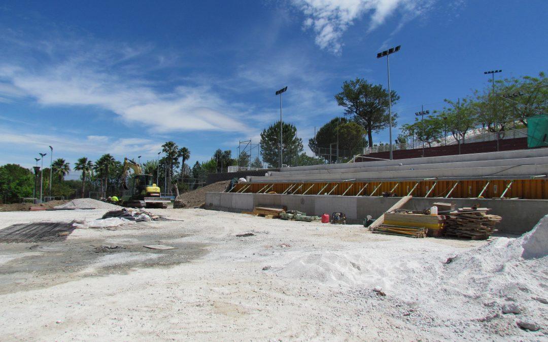 Continúan a buen ritmo los trabajos para la construcción de una cuarta pista de tenis en el Polideportivo Municipal