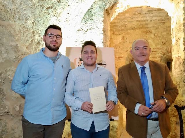 """El Otoño Cultural regala su primera noche de poesía con la presentación del libro """"Desde el Sur te lo digo"""" de Antonio Gala"""