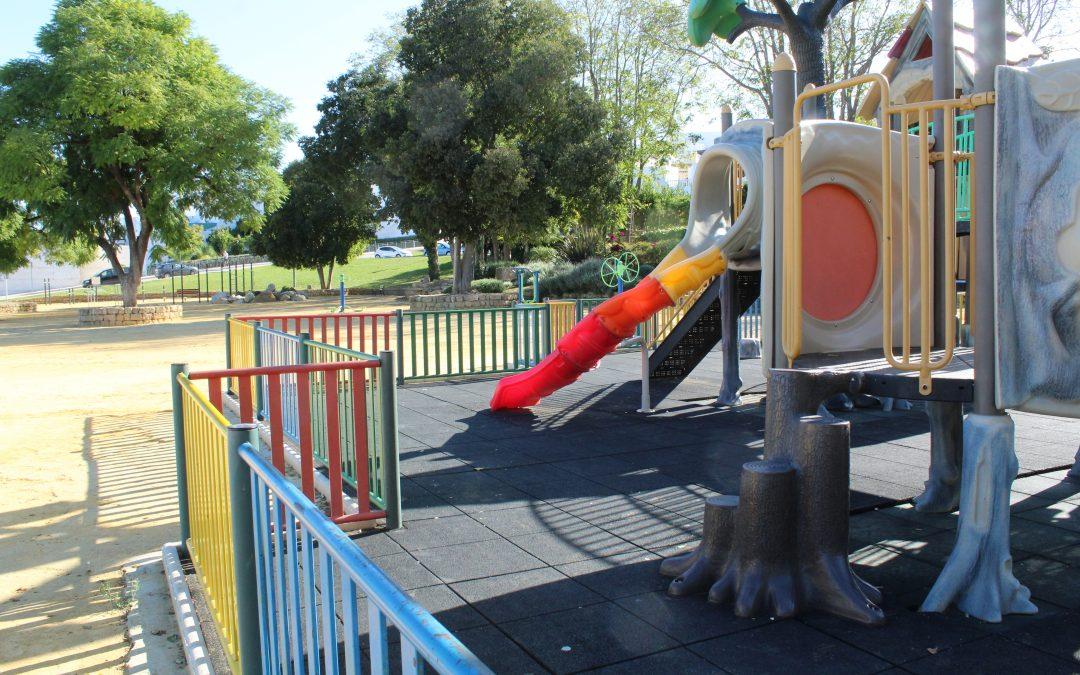 El Ayuntamiento acomete un Plan Integral de adaptación a la normativa de seguridad en los parques infantiles.