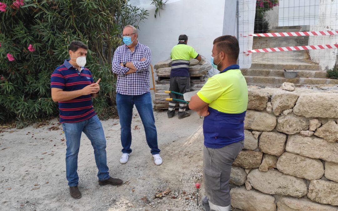 El Ayuntamiento ejecuta trabajos de mejora en el entorno del Centro de Estancia Diurna Alhmer
