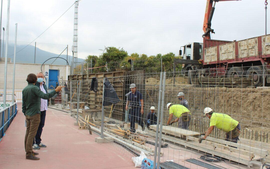 Comienzan los trabajos de reposición del muro del campo municipal Miguel Fijones