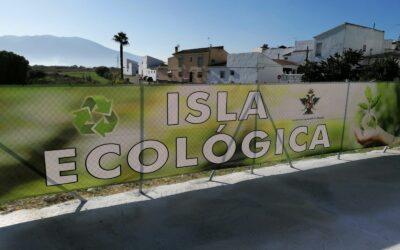 El Ayuntamiento instala una Isla Ecológica en Villafranco del Guadalhorce.