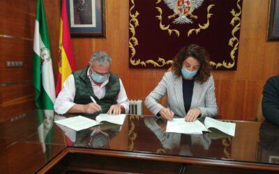 El Ayuntamiento firma un convenio con Alhaurín Golf para fomentar la práctica de este deporte entre los residentes