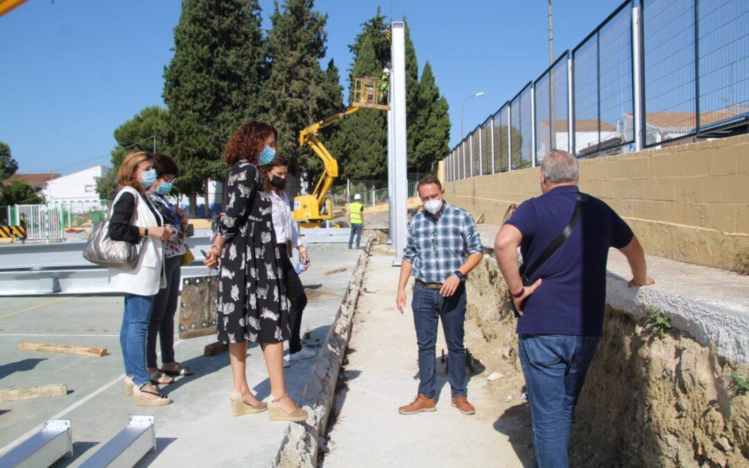 La Alcaldesa Toñi Ledesma visita las obras de la pista polideportiva cubierta de Villafranco del Guadalhorce