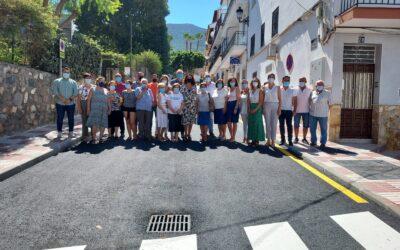 La alcaldesa Toñi Ledesma visita la Calle Menéndez Pidal tras las obras de remodelación integral realizadas este verano